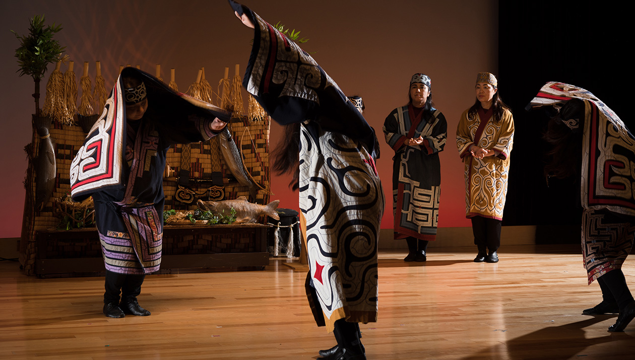 愛奴族古式舞蹈
