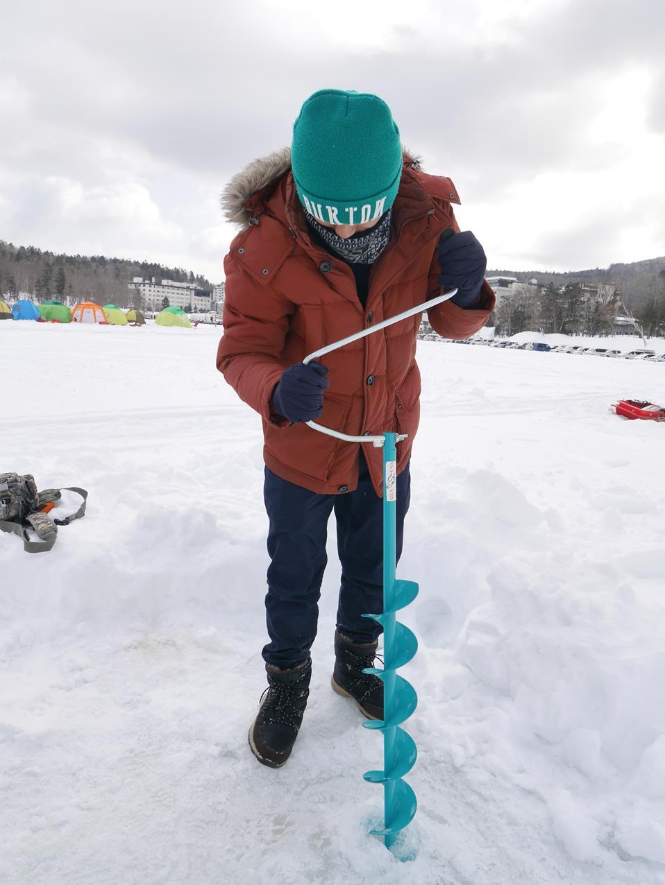 阿寒湖鑿冰