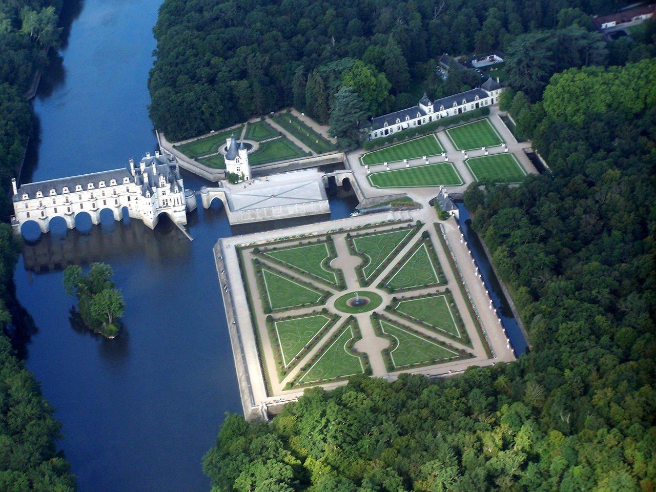 舍農索城堡空拍圖