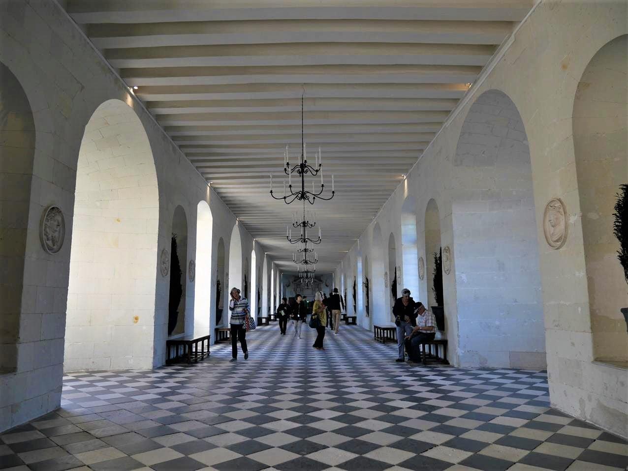 雪儂梭城堡雙層長廊內部