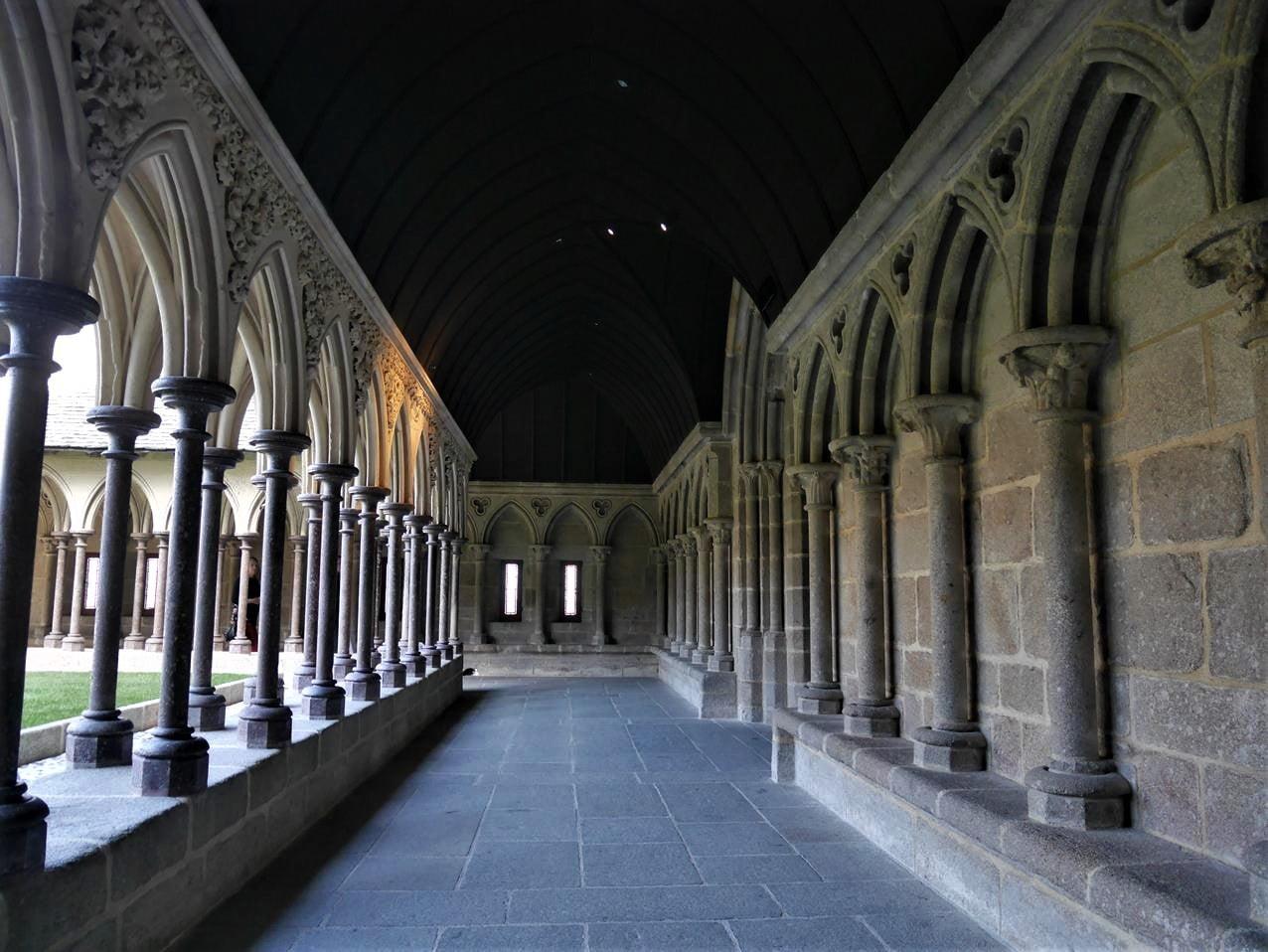 聖米歇爾山修道院迴廊
