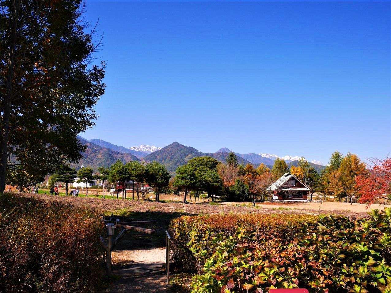 安曇野岩崎知弘美術館公園