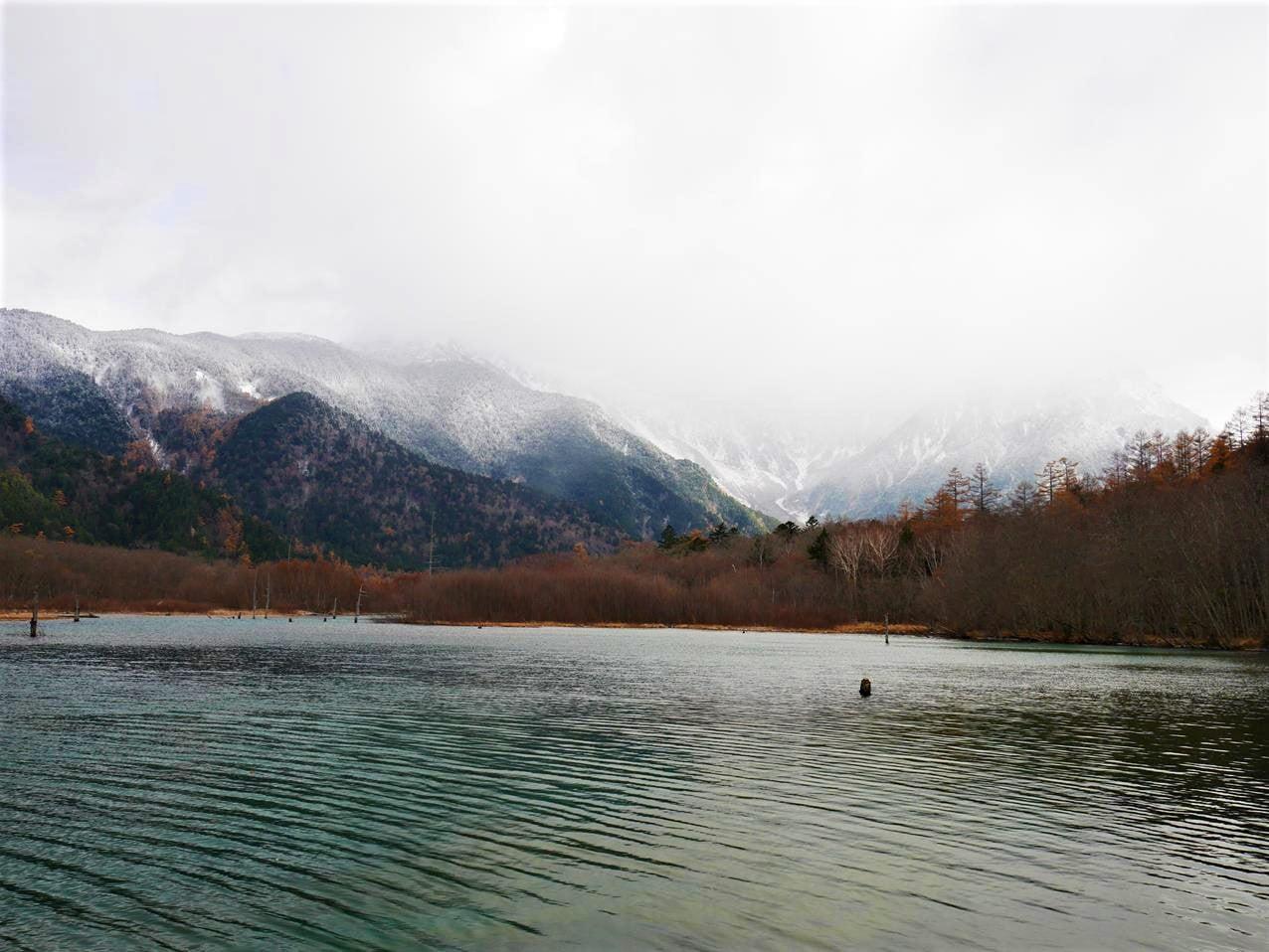 上高地景點大正池及穗高連峰