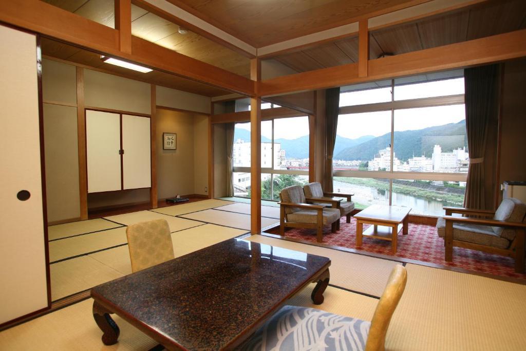 望川館最上層和室房