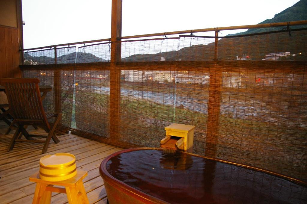 望川館四季彩和室房露天風呂