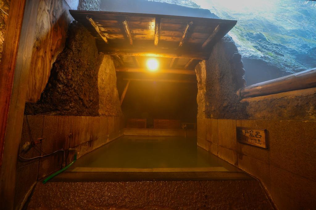 草津溫泉大阪屋旅館岩風呂