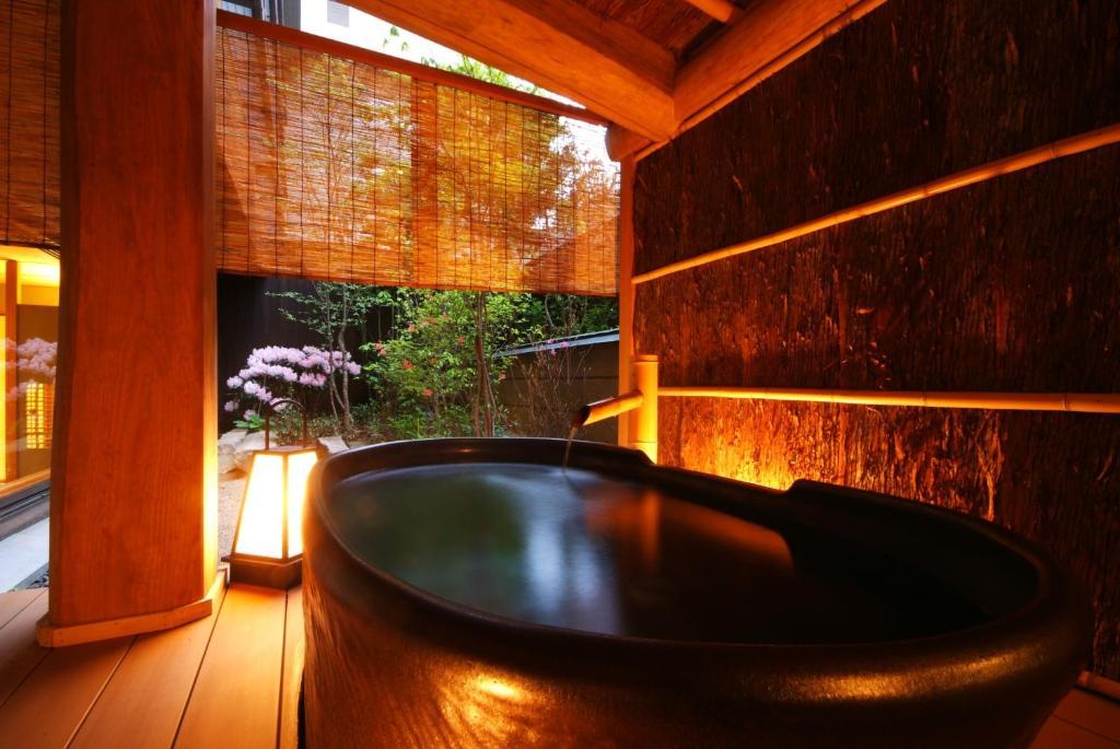 城崎溫泉西村屋招月庭和室附露天風呂房陶器風呂