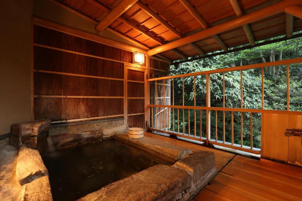 城崎溫泉西村屋招月庭和室附露天風呂房岩風呂