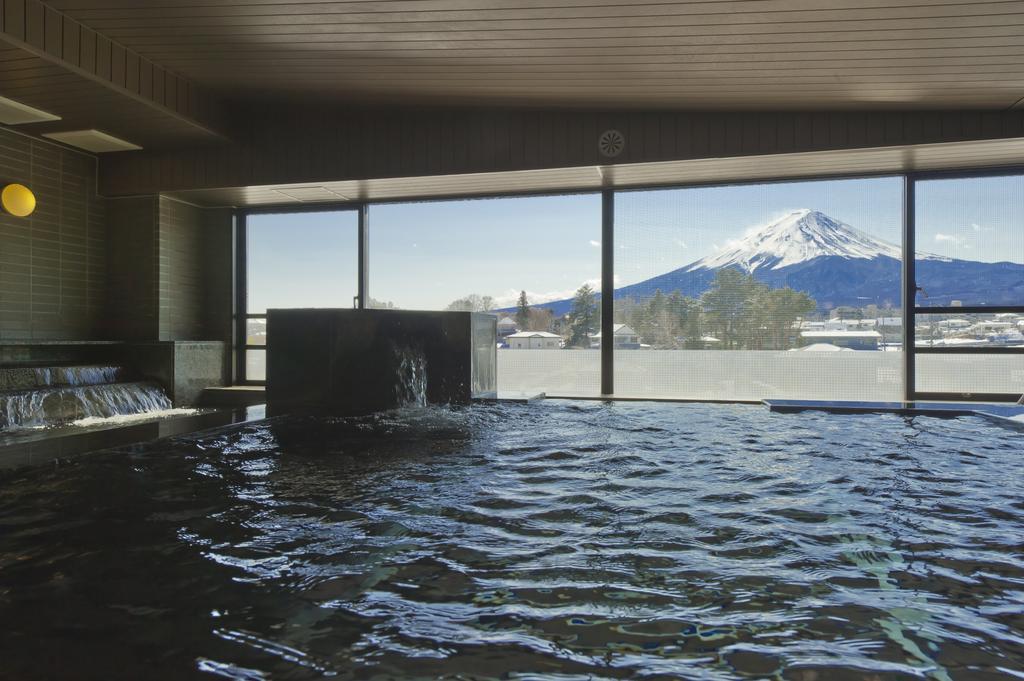 富士河口湖飯店大池大浴場風景