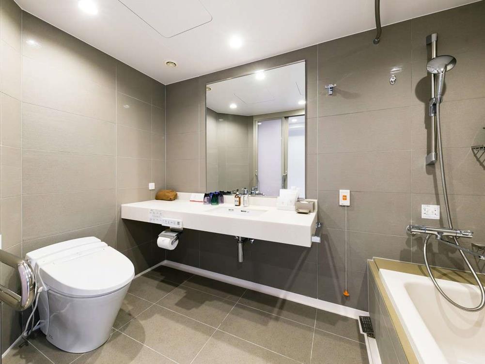 箱根花織飯店湖景無障礙雙床房廁所