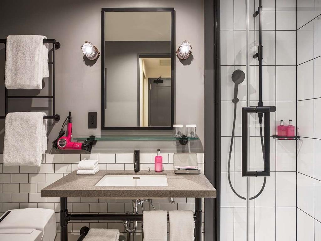 大阪Moxy飯店房間衛浴