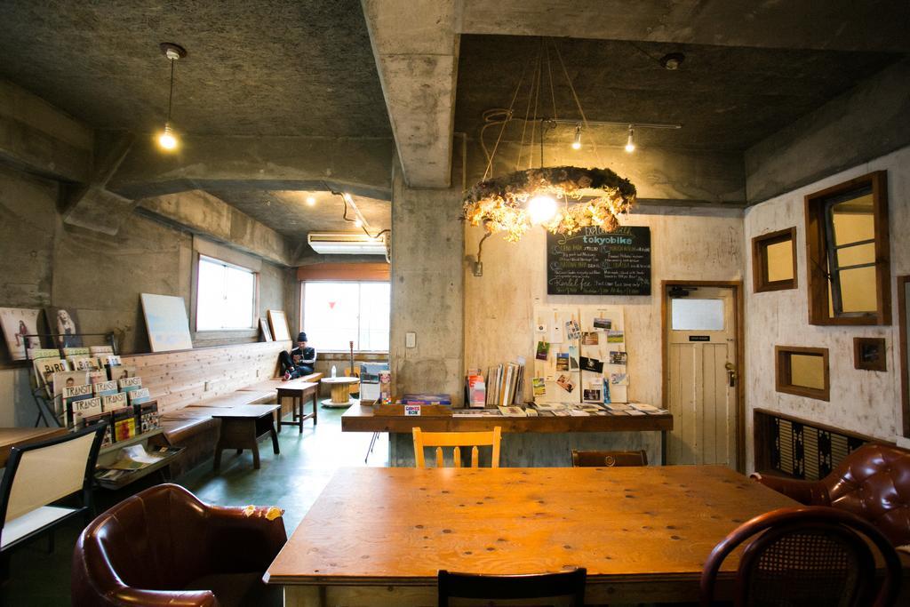 藏前Nui. Hostel & Bar Lounge 小圖書室休息區