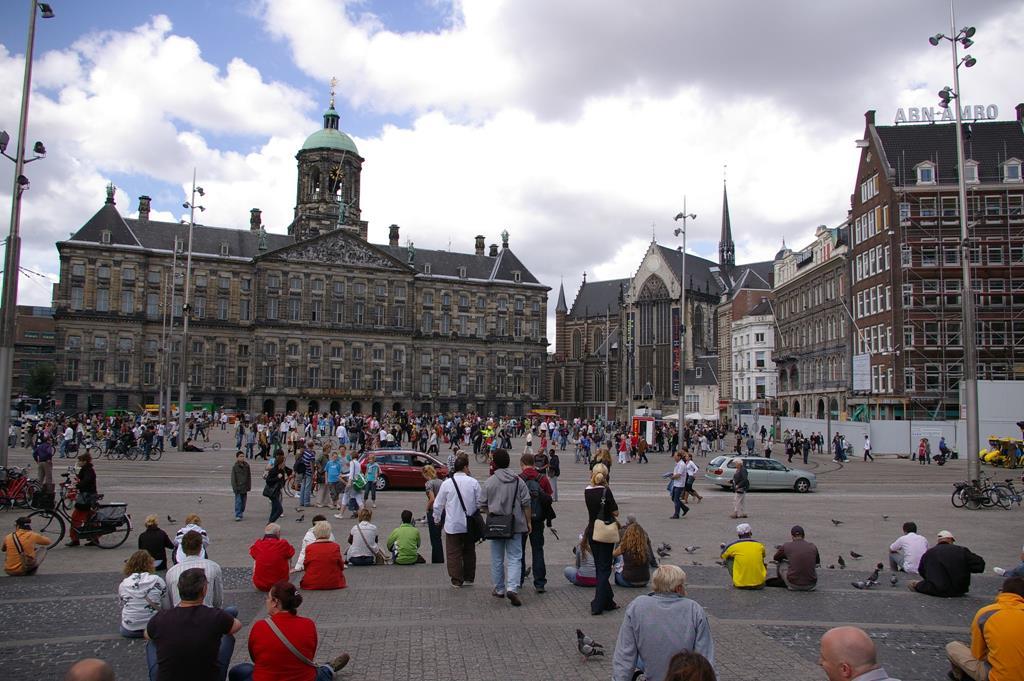阿姆斯特丹景點水壩廣場(Amsterdam Dam Square)