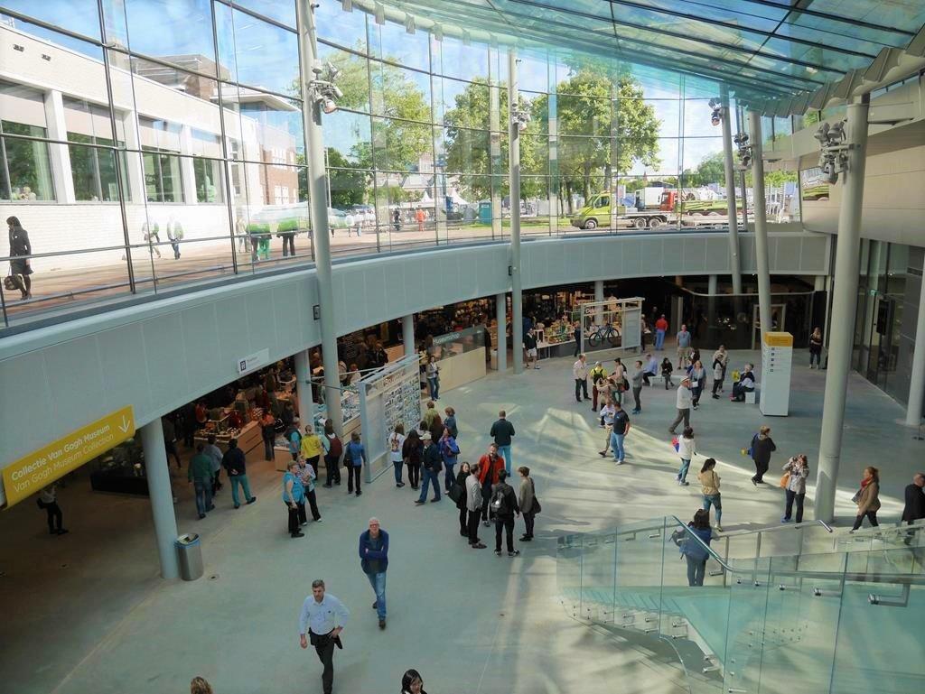 梵谷博物館入口大廳