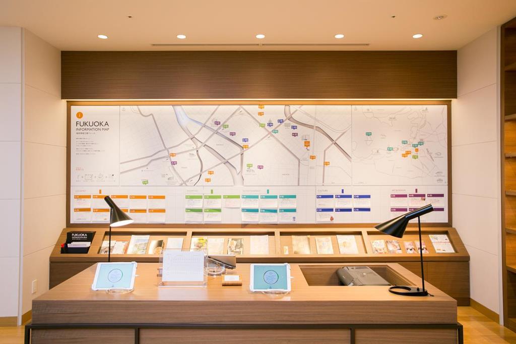 博多西鐵Croom飯店旅遊情報牆