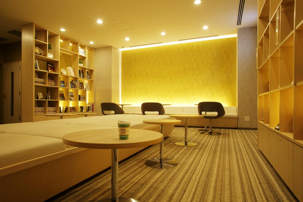 JR Inn札幌站南口店圖書室休息區