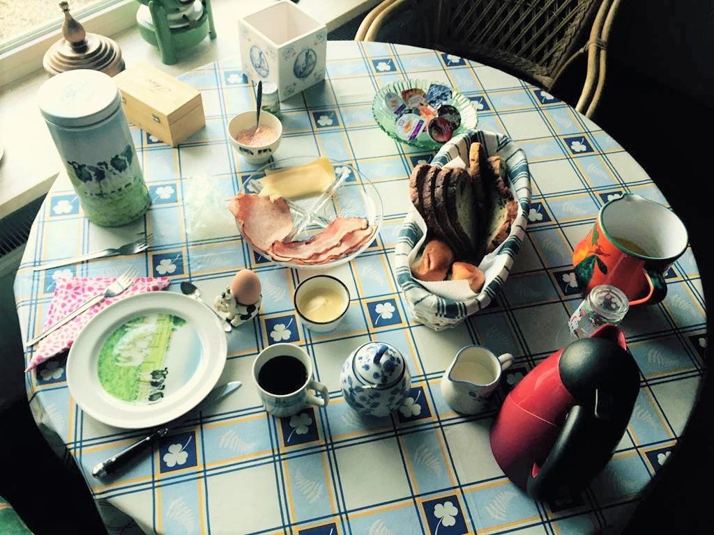 Pension Hoeve Duvenvoorde早餐