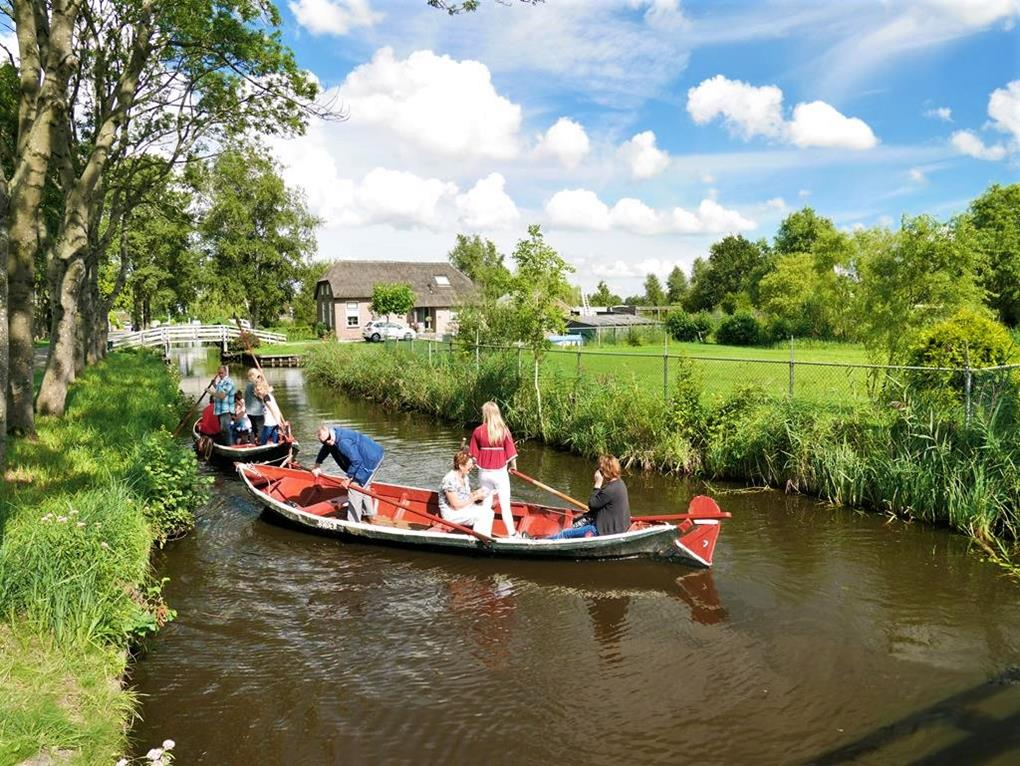 荷蘭羊角村傳統人力遊船