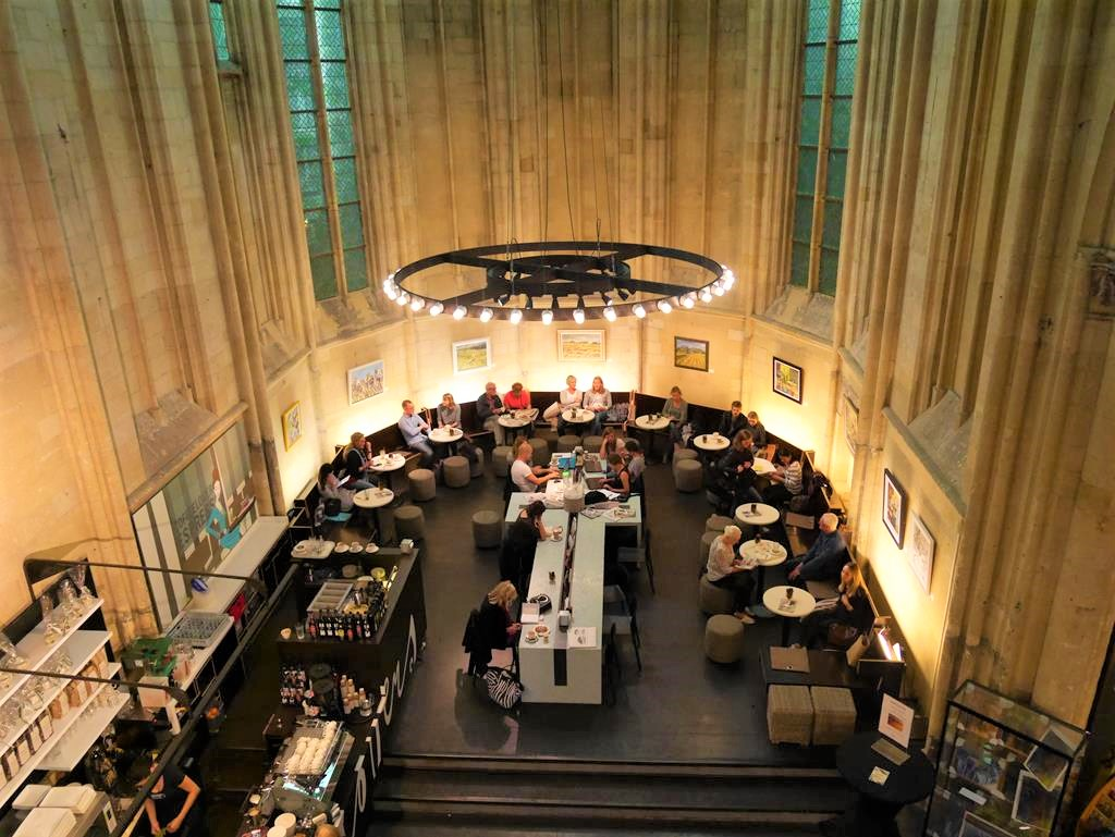 馬斯垂克天堂書店咖啡座位區