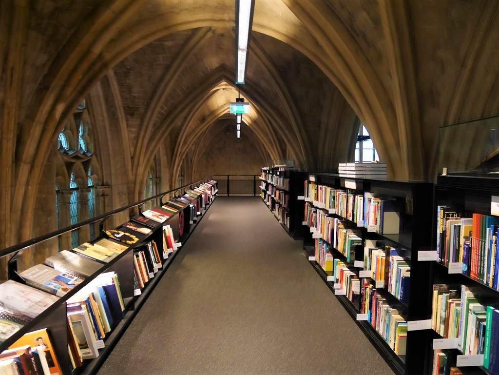 馬斯垂克天堂書店2樓二手書區