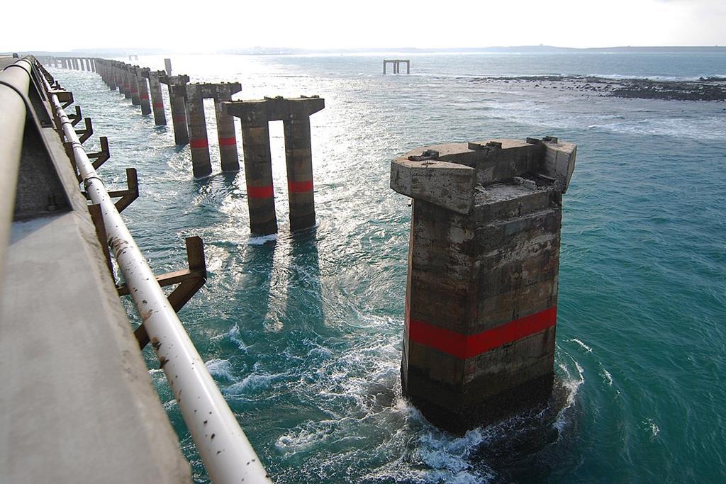 第一代跨海大橋橋墩
