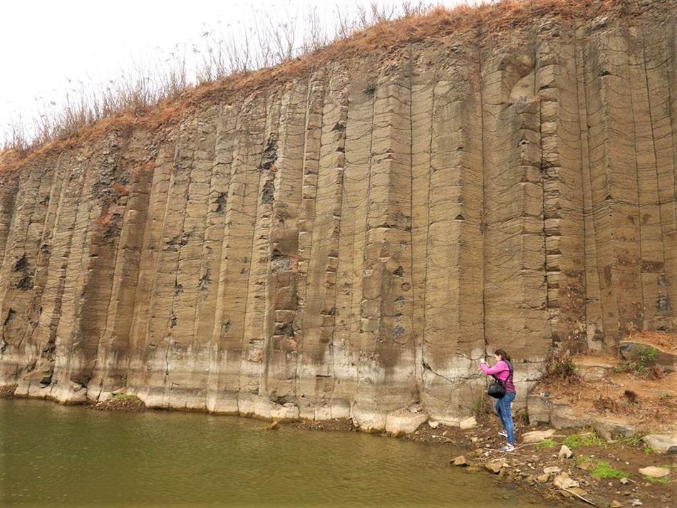 澎湖西嶼景點三石壁玄武岩
