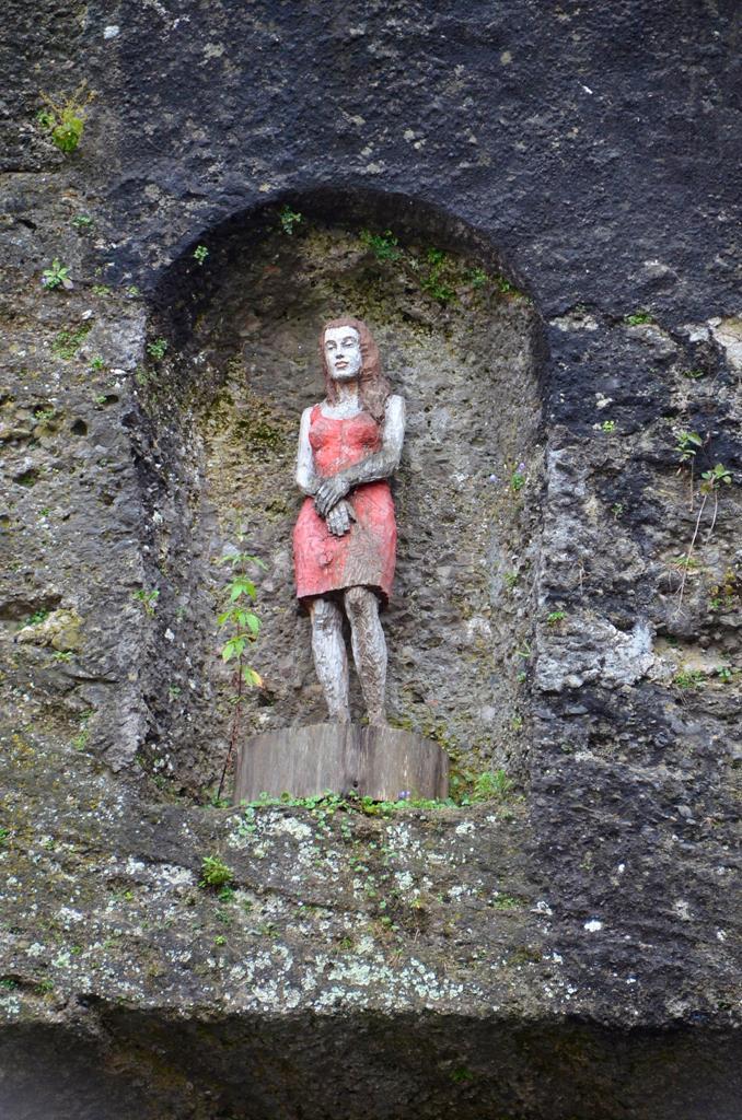 薩爾茲堡岩石中的女子