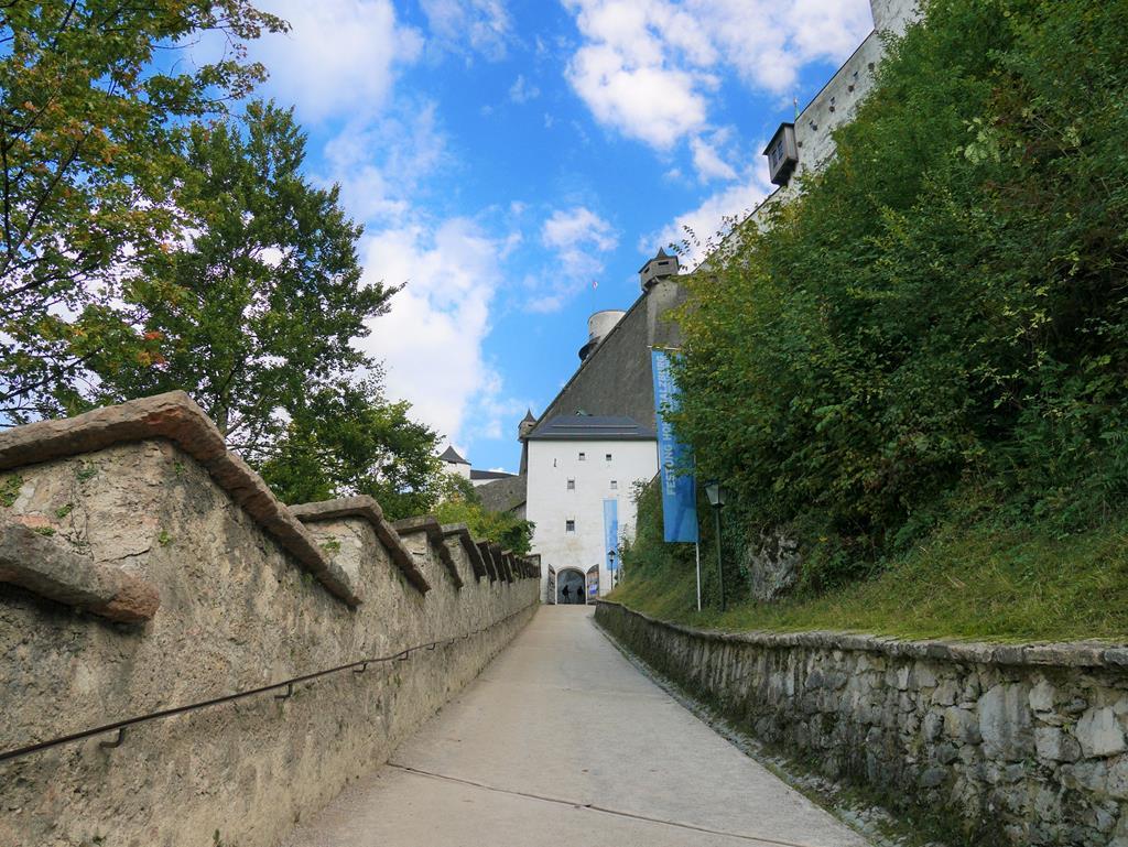 薩爾茲堡要塞上山步道