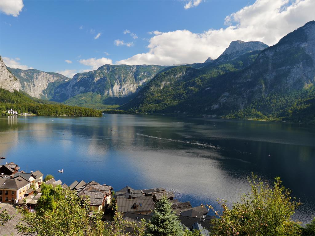 遠眺哈爾斯塔特湖景