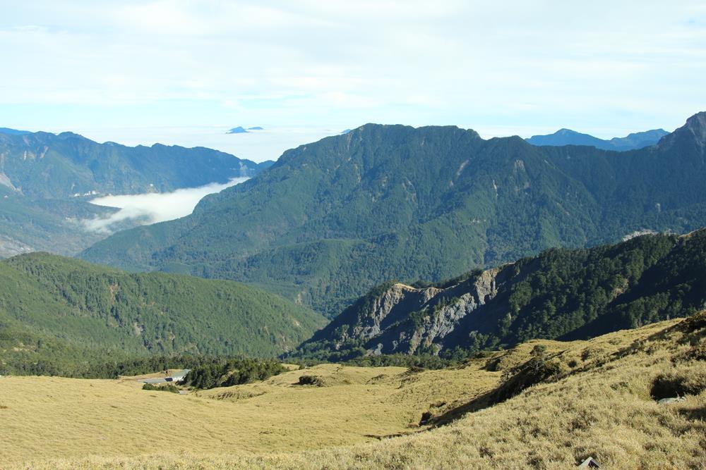 合歡山東峰步道眺望景色