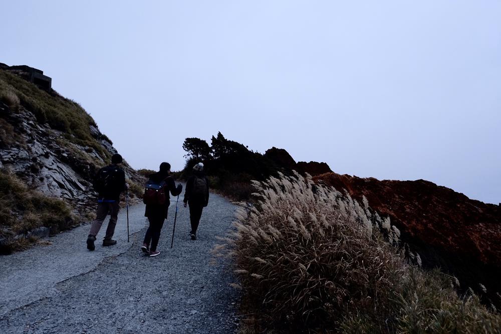 沿著合歡山主峰步道緩緩上升