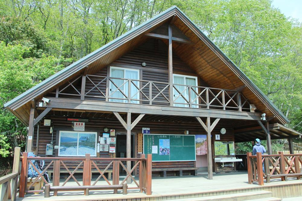 雪山登山口服務站