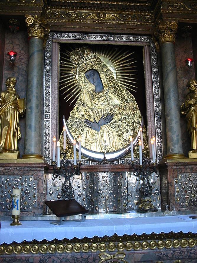 黎明之門2樓的黑面聖母像