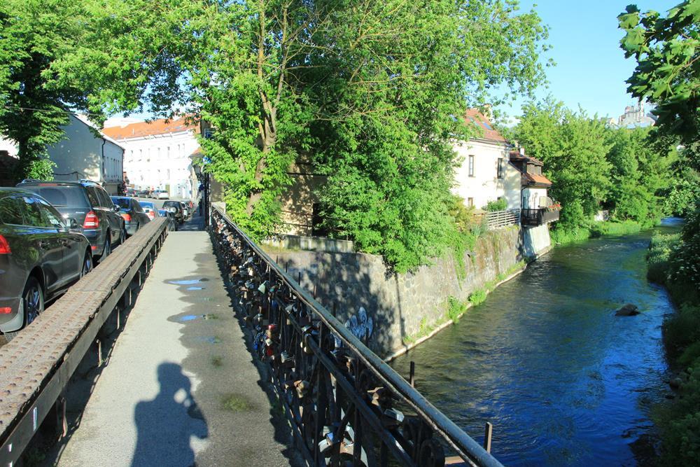 進入對岸共和國的鎖橋與維爾尼亞河