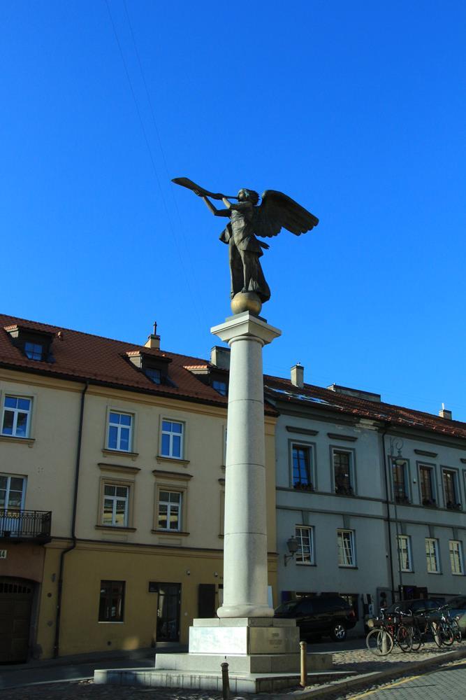 對岸天使銅像