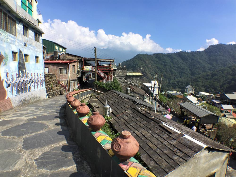 岩板巷高處眺望村莊風景