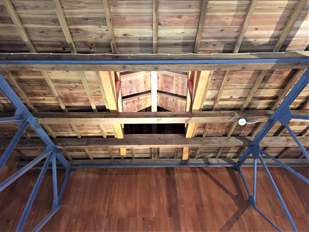 炊事場屋頂結構與氣窗