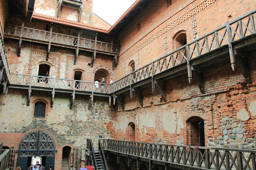 宮殿內牆走廊