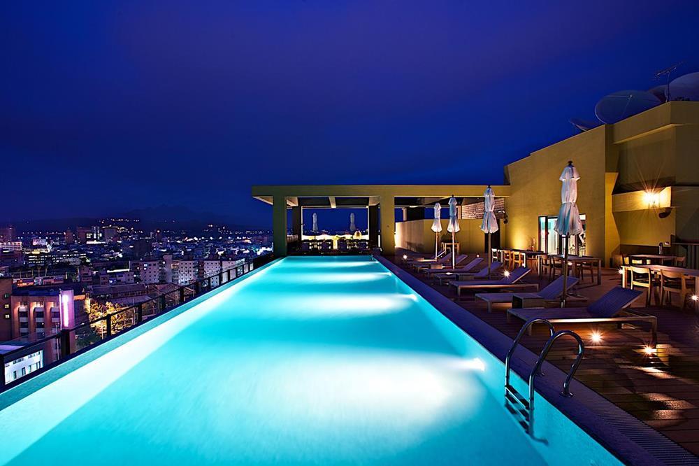 The Gaya 飯店無邊際游泳池
