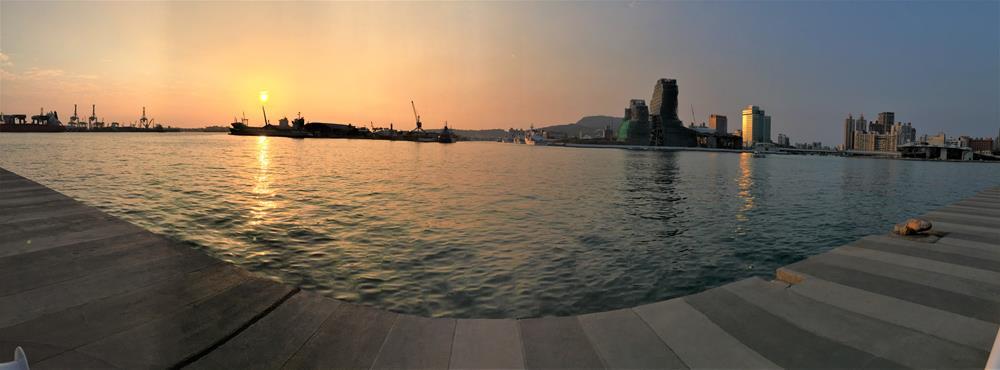 光榮碼頭夕陽景色