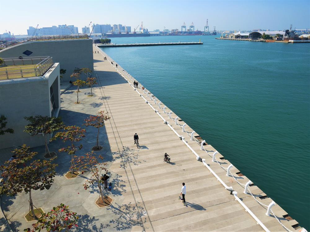 鯨魚堤岸上方風景