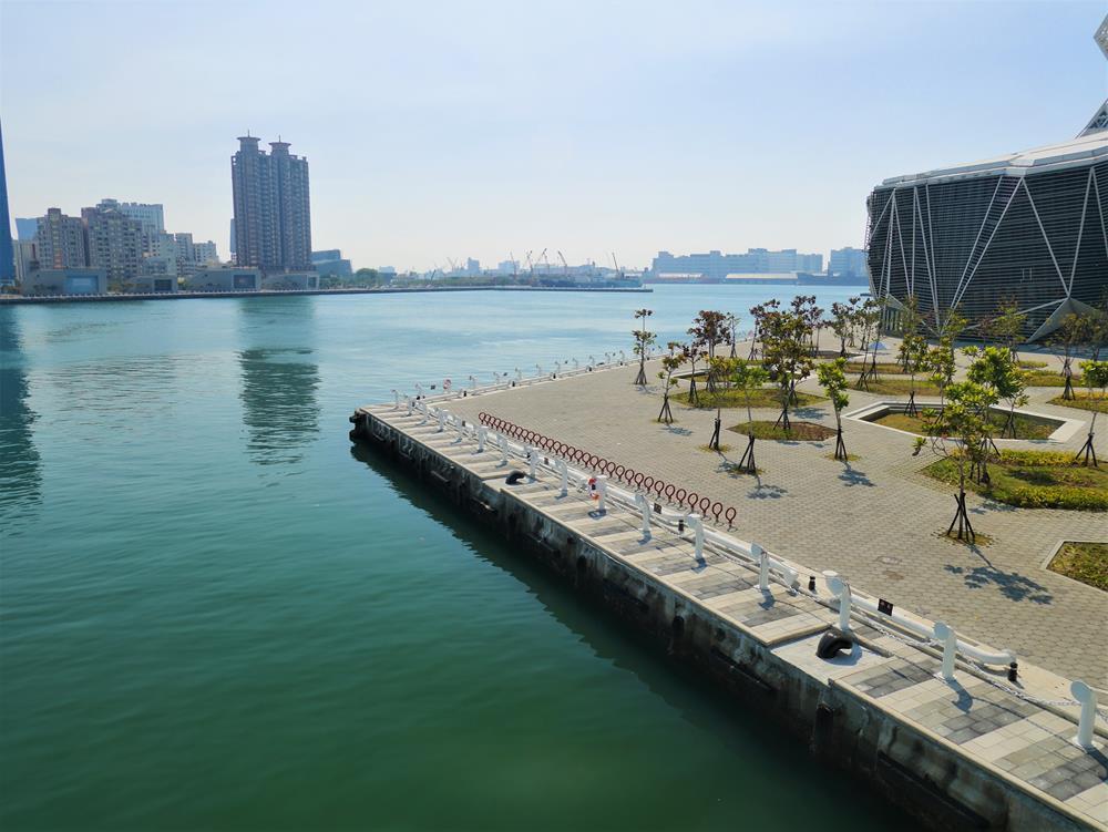 海豚步道眺望高雄港風景