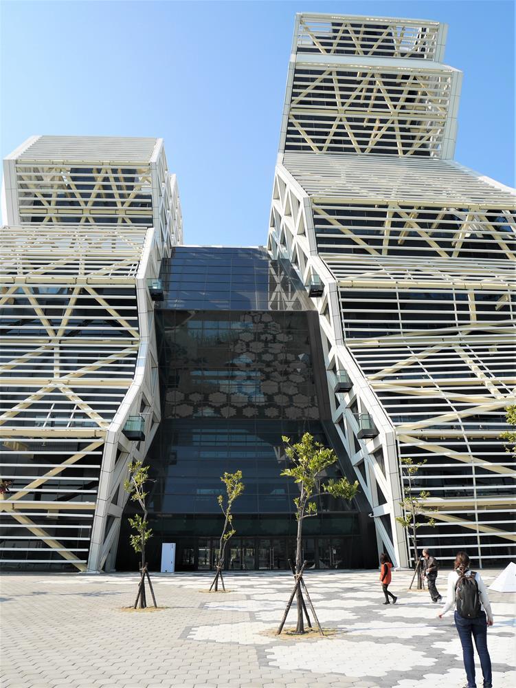 高低塔及連接大廳