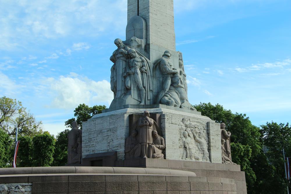 拉脫維亞自由紀念碑雕塑