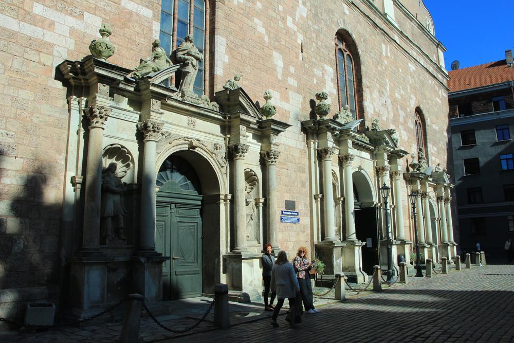 聖彼得教堂大門