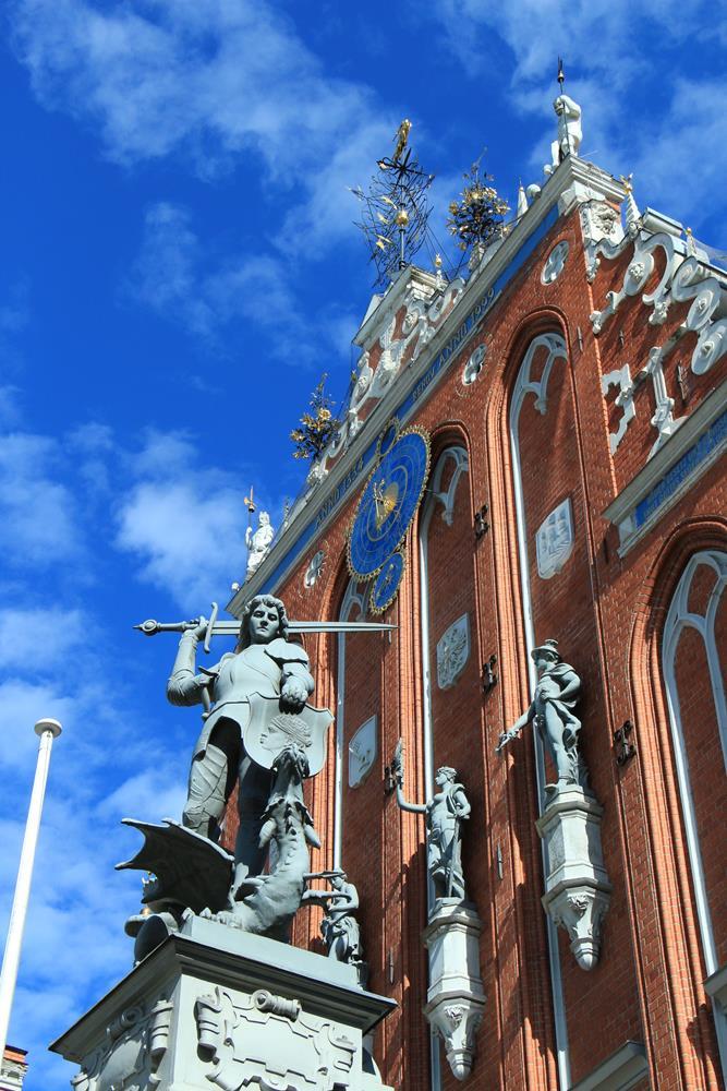 黑頭宮屋頂雕像