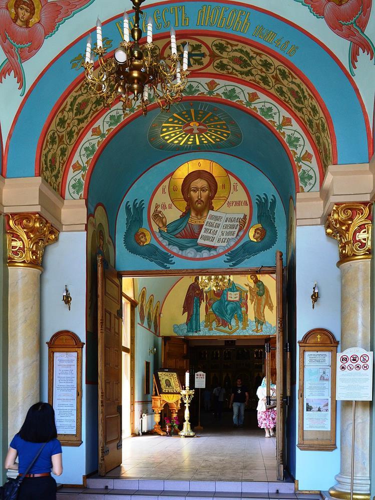 聖誕主教座堂內部