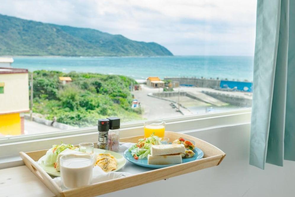 白色領地日出海景民宿早餐