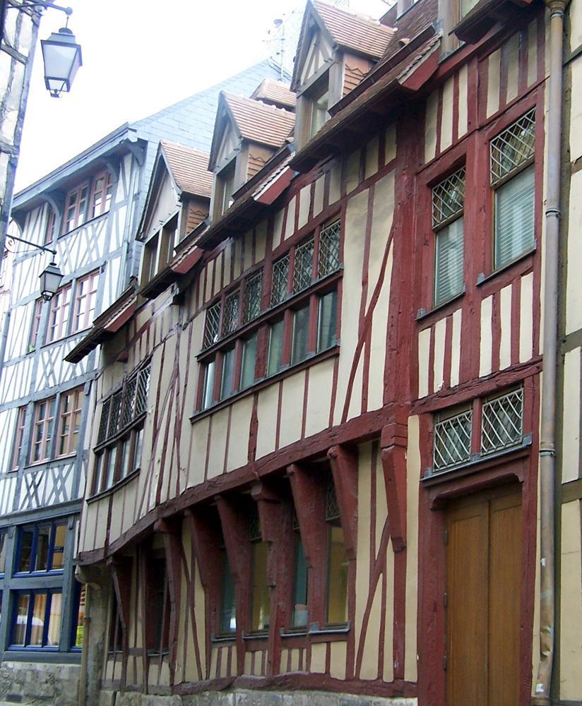 盧昂半木桁架建築