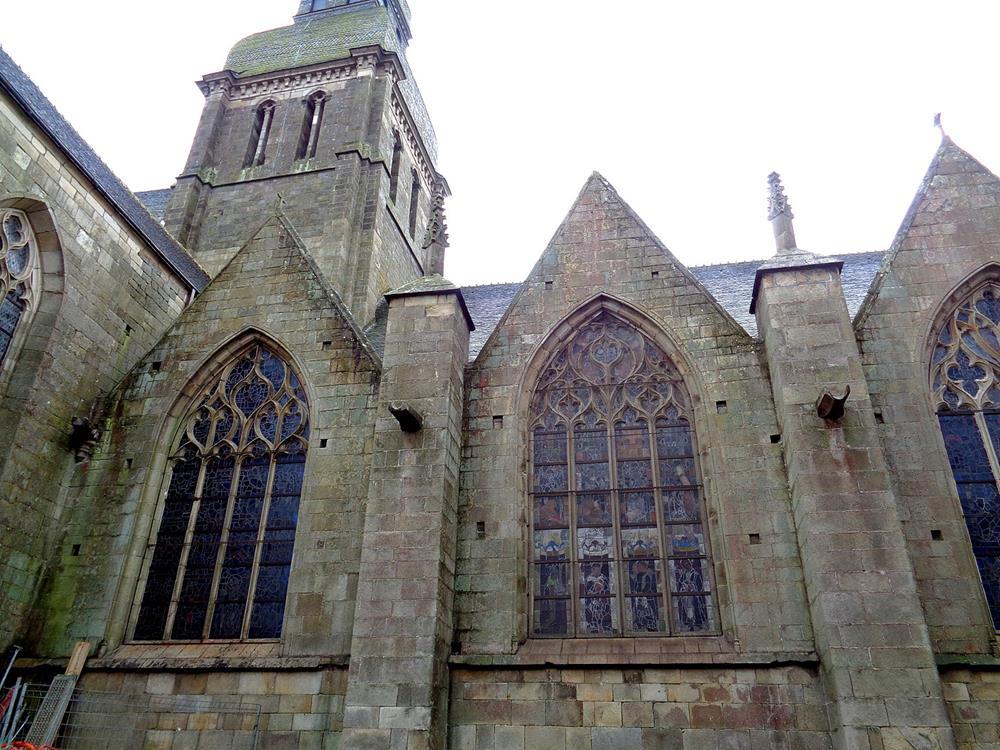 教堂北側哥德式牆面